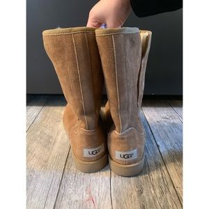 Short Abree style Ugg woman's size 7 tan